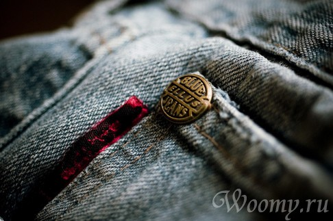 Closeup_of_copper_rivet_on_jeans[1]