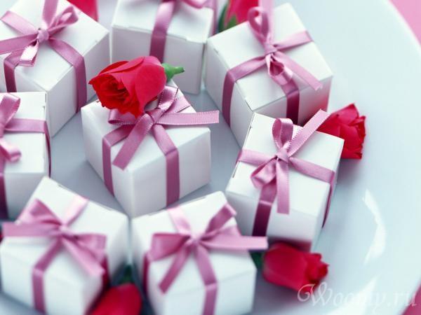 На какие группы можно разделить слова подарок поединок затылок перекресток