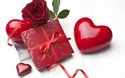 что подарить девушке 14 февраля