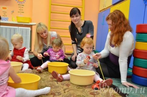 Учим ребенка помогать по дому с помощью игр