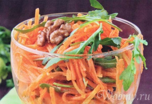 Морковный салат с грецкими орехами